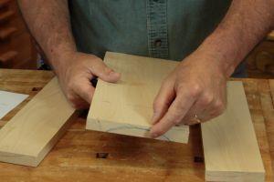 Préparation d'un panneau en bois massif