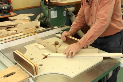 Table saw cutting guide